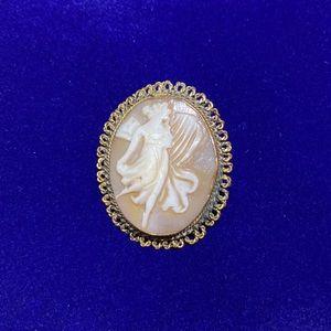 Vintage Lady Cameo Pin/Brooch/Pendant. ✨